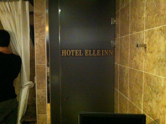 Hotel Elle Inn : Toilet