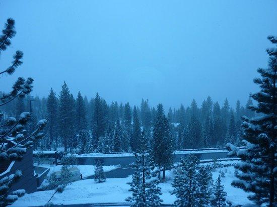 The Ritz-Carlton, Lake Tahoe: Spring snowfall