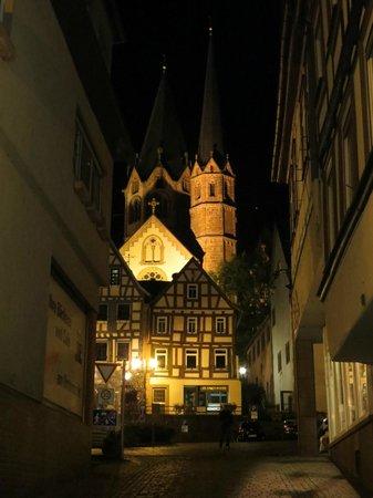 Grimmelshausen Hotel: Marienkirche bei Nacht