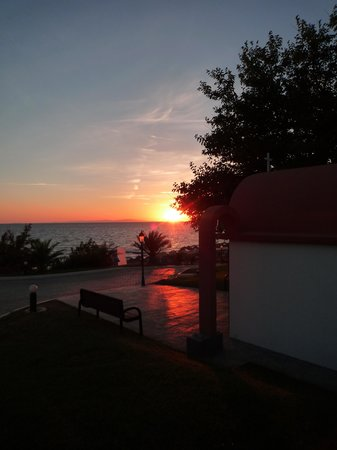 Alexandra Beach Thassos Spa Resort: Sunset is spectacular