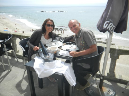 Restaurante Castelinho d'Apúlia : le serveur nous prend en photo sans savoir que je vais les disqualifier sur tripadvisor!!!