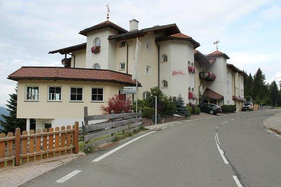 Hotel Maria: Esterno Hotel lato strada.