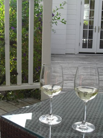 Blue Door Inn: Afternoon wine