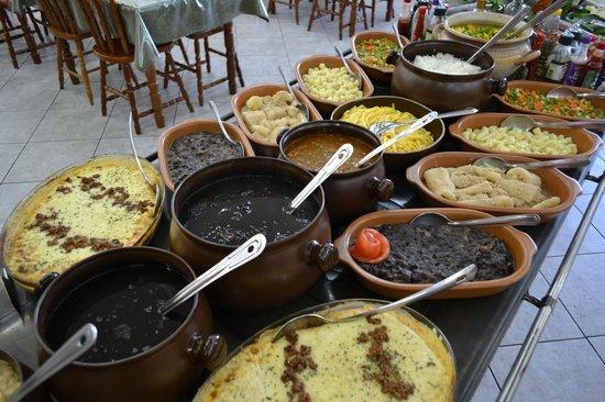 Comida típica brasileira com o toque gaúcho. – Foto de ...