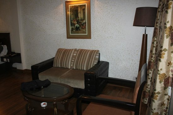 Rockland Inn: Executive suite - sitting area