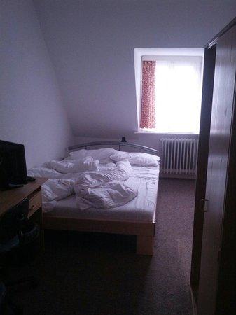 Astoria Hotel: Kleines Zimmer im vierten Stock