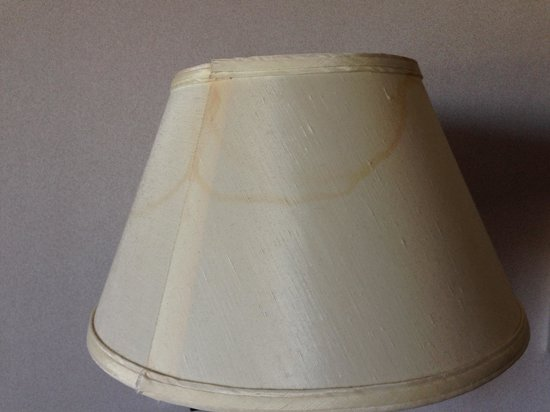 Quality Suites Toronto Airport: Stained lamp shades