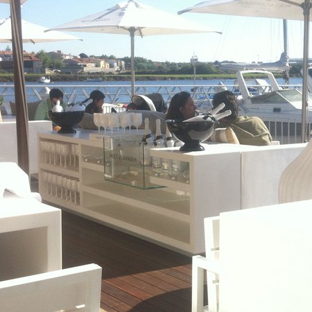 Romando Sushi Caffe: Outside Terrace Overlooking Marina And River With Moët  Chandon Champagne Bar