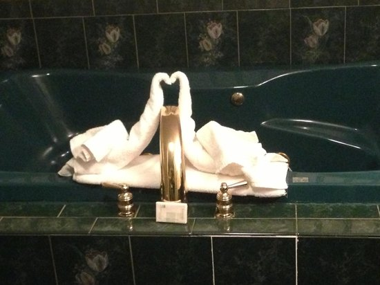 The Georgian Lakeside Resort : swan towels on the jacuzzi