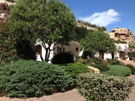 Grand Hotel Poltu Quatu Sardegna MGallery by Sofitel: Hotelanlage