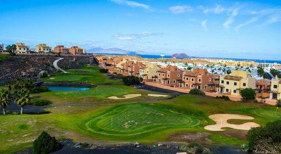 Holiday Villas: Fantásticas vistas desde la villa, con Lanzarote al fondo