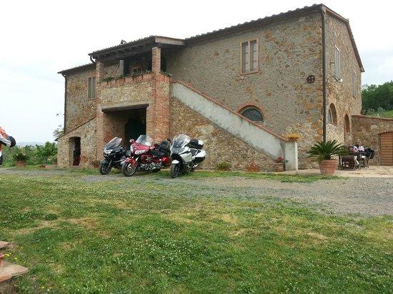 Casa Montecucco con le nostre moto parcheggiate
