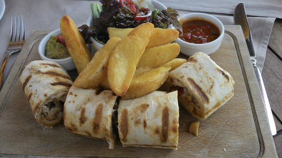 Green Beach Restaurant: Chicken Wrap ... lovely!