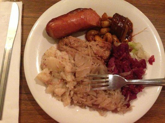 Schmidt's Sausage Haus und Restaurant: buffet