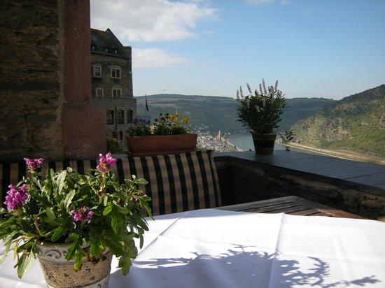 Castle Hotel Auf Schoenburg: Terrasse (Blick auf den Rhein und Oberwesel)