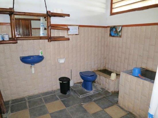 Blue Bay Divers: salle de bains