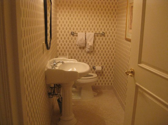 hotel suite half bath - Picture of Inn on Biltmore Estate ...