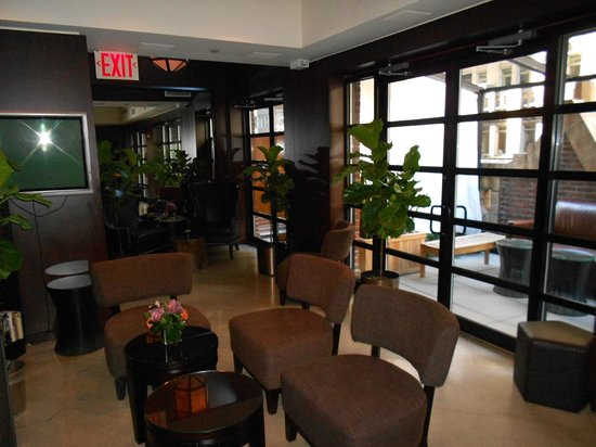 Library Hotel: The lounge