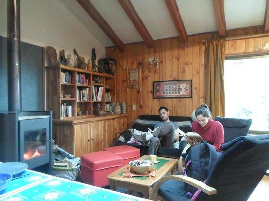 Hostal Casa Satya: Sala de estar