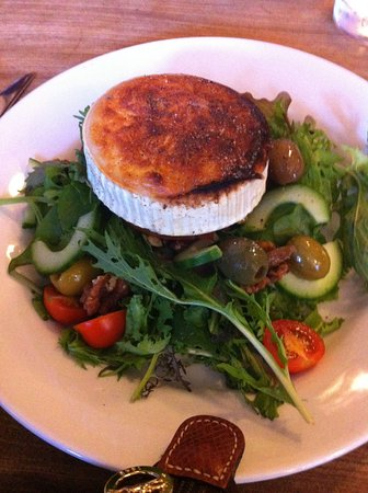 Cafe Gandolfi : Goat cheese salad on a slice of beef tomato instead of crouton. Delicious!