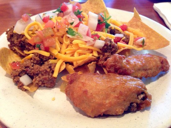 Ramona Valley Grill : Food from hot bar