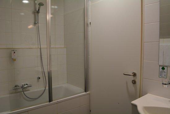 Hotel Atlantis Vienna : バストイレ
