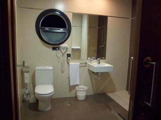 Hotel Avant Torrejon: salle de bain