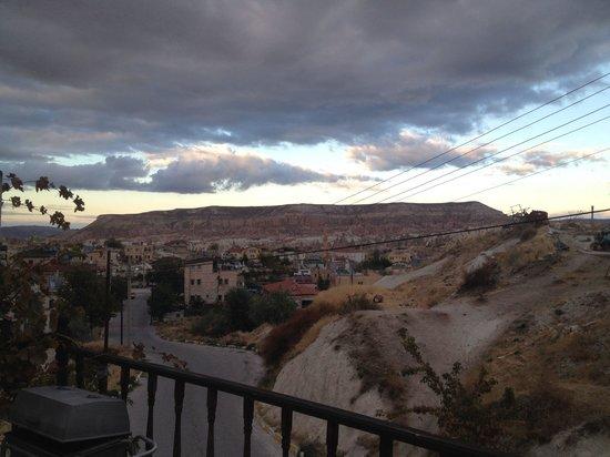 Kismet Cave House : Terrace view