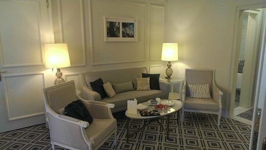 Fairmont Le Montreux Palace: Signature Suite Living Room