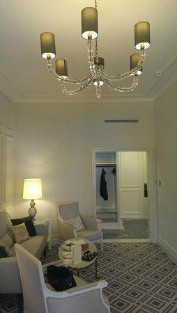 Fairmont Le Montreux Palace: Signature Suite Entry Foyer