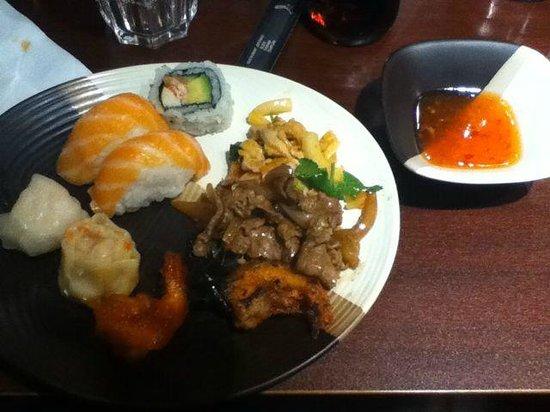 Hiro: sushis et plat asiatique