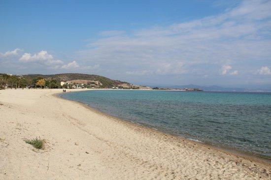 Antigoni Beach Hotel & Suites: Am Strand richtung Cape Arkouda