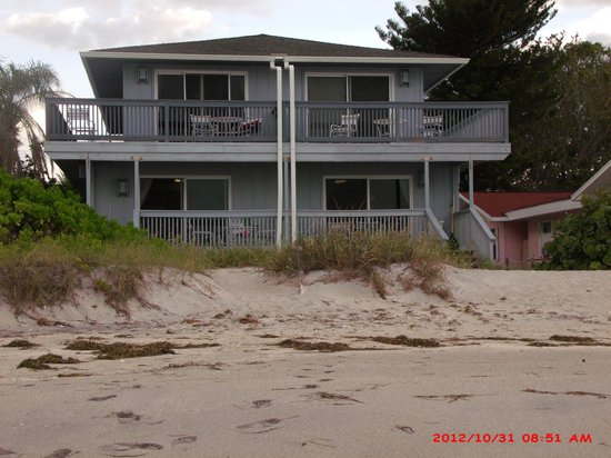 Englewood Beach and Yacht Club : Back of beach units