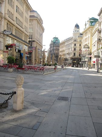 Hotel Wandl: Graben Street is 2 blocks from The Wandl