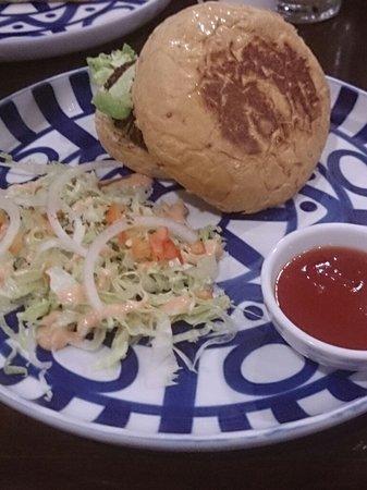 Cafe Breton: Breton Mozzarella Burger