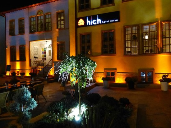 Hich Hotel Konya : View of front of hotel from the courtyard