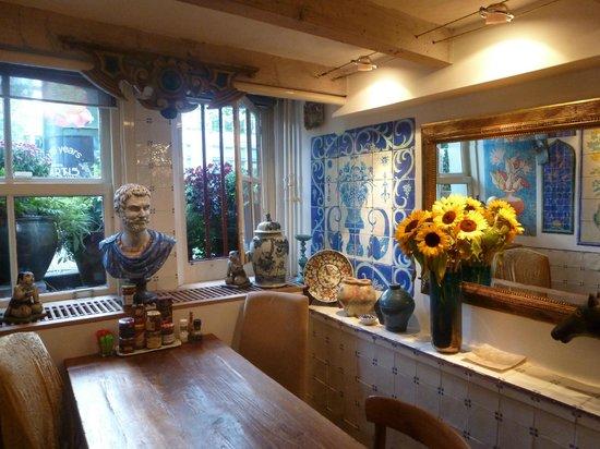 Sunhead of 1617: Warm and inviting breakfast room!