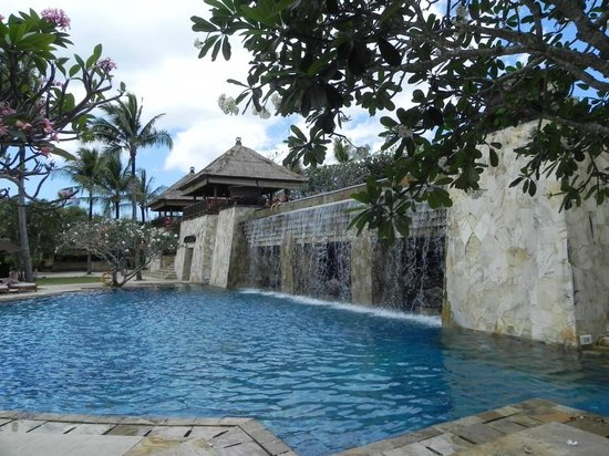 AYANA Resort and Spa: Hotel - unterer Pool
