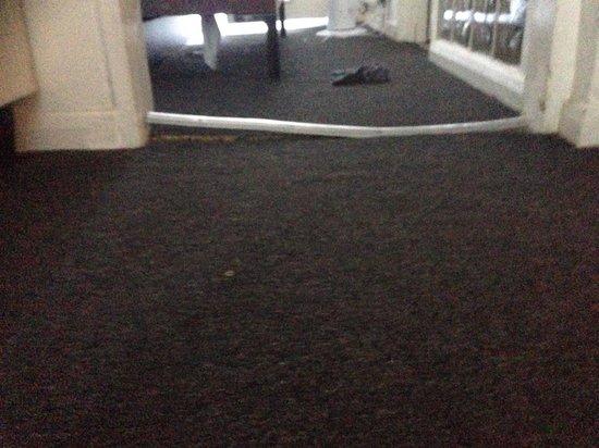 Camden Regents Apartments: Carpet grip broken