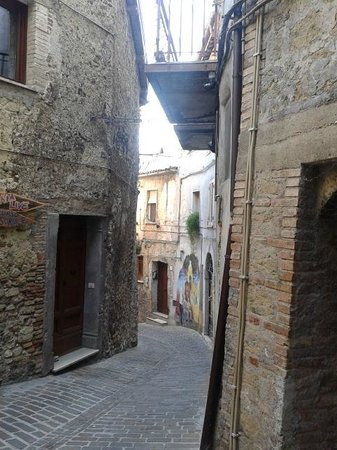 Convivio Rome Italian One Day Cooking Holidays : Medieval Toffia street