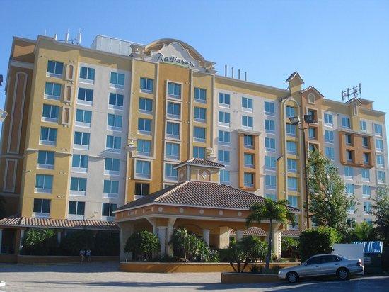 Radisson Hotel Orlando - Lake Buena Vista: Excelente hotel, muy bien ubicado