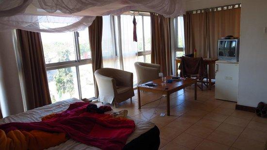 Q-Bar & Guest House: Habitación