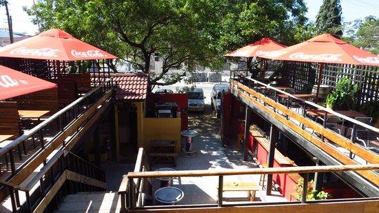 Q-Bar & Guest House: Bar y restaurante