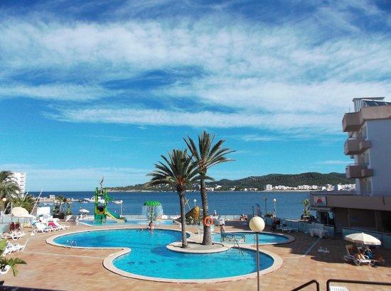 Playa Bella Apartamentos: pool area