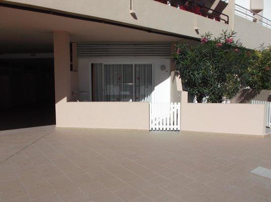Playa Bella Apartamentos: outside of rooms