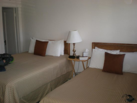Panamint Springs Resort: Queensize Betten