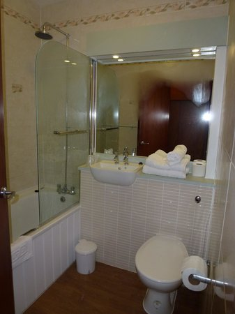 Arrochar Hotel : the ensuite we were loaned to have our shower in