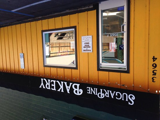 Sugar Pine Bakery: Front of the bakery