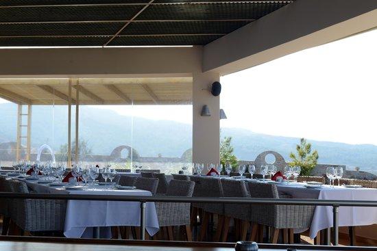 Lofaki Cafe Restaurant Theatre: Meal setup