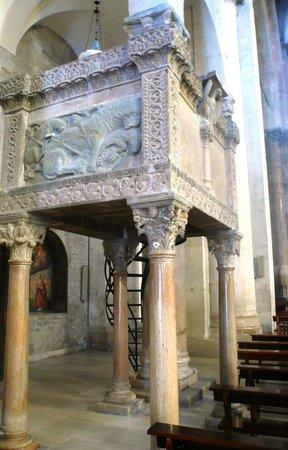 Cattedrale di Troia: Il pulpito